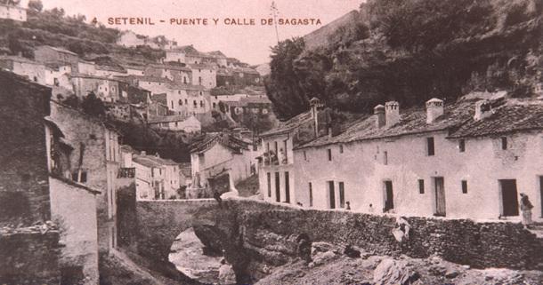 Imagen de los años '20 del antiguo puente a la calle Triana y de las Cuevas del Sol, que antes recibía el nombre de Sagasta, en alusión al político progresista del siglo XIX.