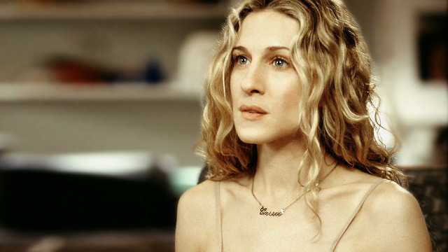 carrie_bradshaw_wearing_carrie_necklace