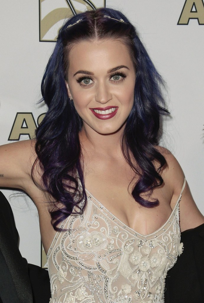 katy-perry-celebutopia-CD041801