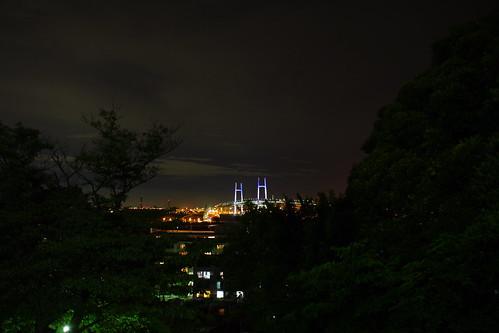 神奈川近代文学館よりベイブリッジ