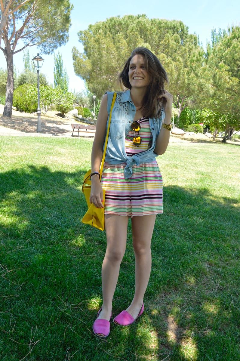 lara-vazquez-madlulablog-denim-jumpsuit-colourful-pink-yellow