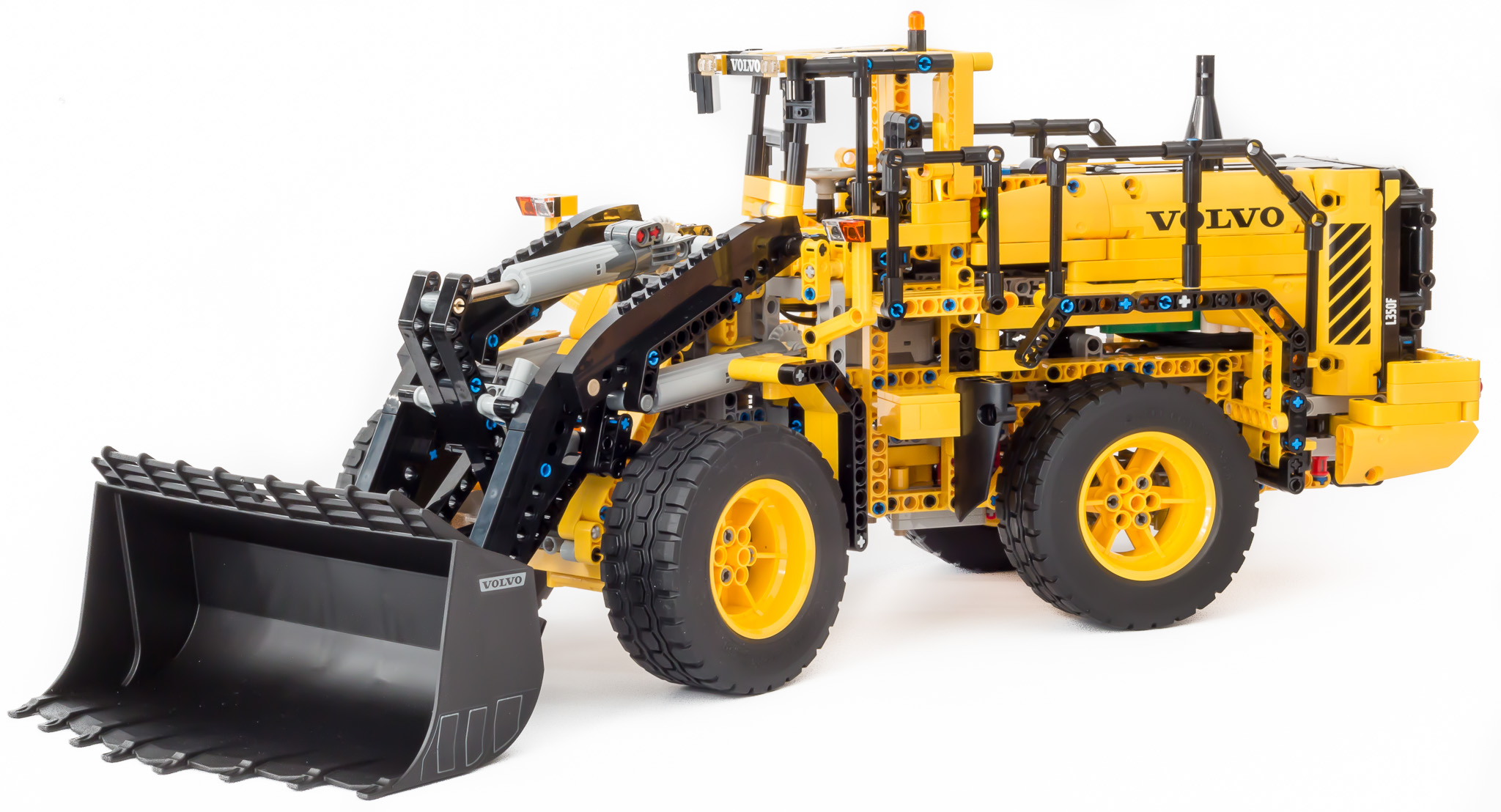 lego helicopter 9396 with  on Mini Mobile Crane 8067 together with LEGO Technic 9396 Rescue Helicopter besides LEGO Technic 9396 Rescue Helicopter further Interesting also Logging Truck 9397.