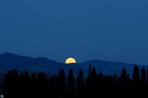 Supermoon rising  5/5/2012