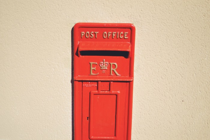 capturing-colour-red-postbox