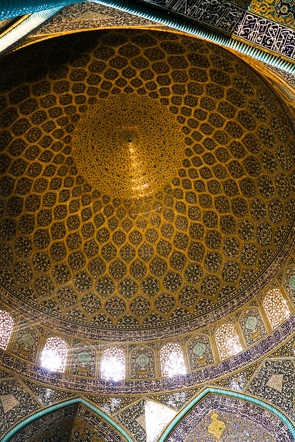 Golden peacock in the dome, Sheikh Lotfollah mosque, Isfahan イスファハン、マスジェデ・シェイフ・ロトゥフォッラー天井ドームの黄金の孔雀
