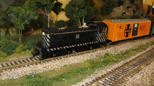 Bachman Santa Fe Alco S 4 yard switcher locomotive with DCC and Sound. by Eddie from Chicago