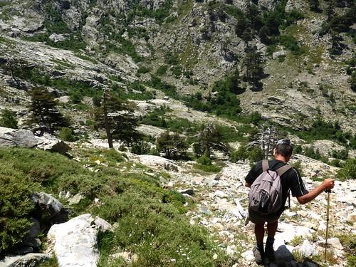 Le chaos de blocs à la fin du couloir de descente vers la bergerie de Colga