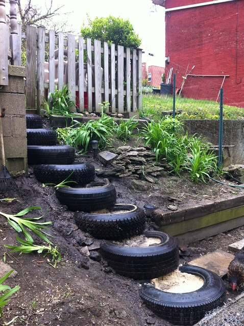 Tyres gardens jardins hors sol en pneus v1 a gallery for How to use old tires in a garden