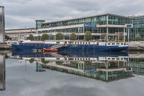 Belfast Barge by infomatique