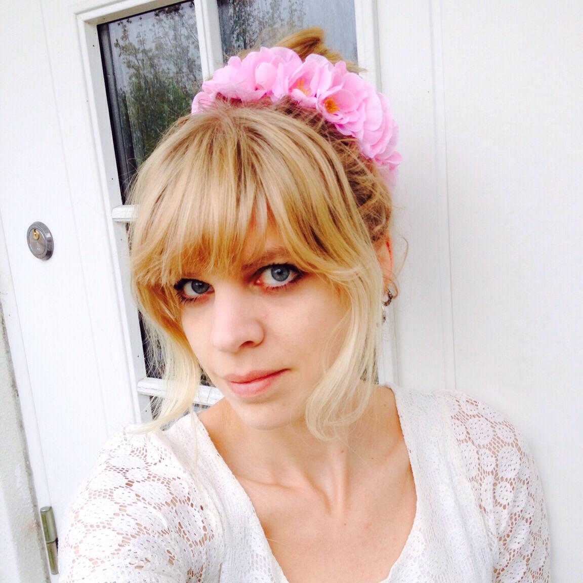 diy flowers in hair