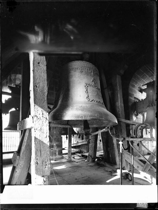 Campana gorda de la Catedral a comienzos del siglo XX. Fotografía de J. Lacoste © MECD, Fototeca del IPCE, signatura VN-22576_P