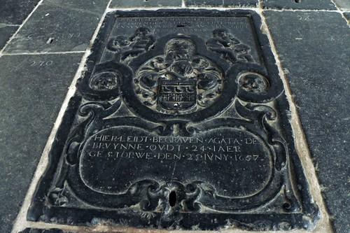 Oude Kerk: alcune delle tombe
