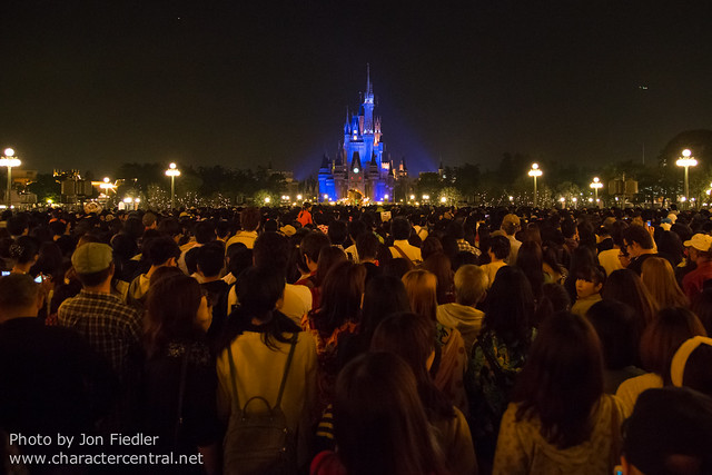 Tokyo May 2014 - The INSANE crowds waiting for the premiere of Once Upon a Time