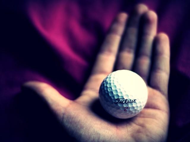 golf ball, Nikon D1X, AF Nikkor 50mm f/1.8D