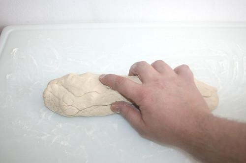 29 - Teig durchkneten / Knead dough