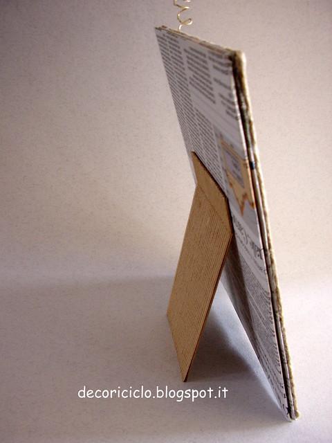 portafoto di cartone, carta giornale, cartoncino, sughero, metallo e spago 3