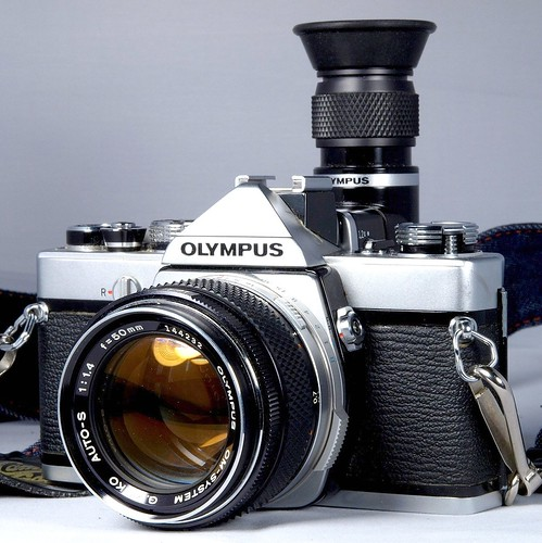 Olympus OM-1 with Varimagni Angle Finder