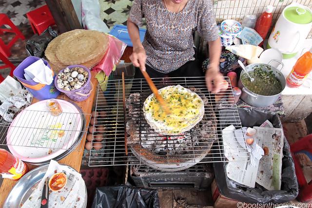 Bánh tráng nướng being prepared