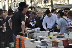 Stand libros en las Ramblas diada de St. Jordi