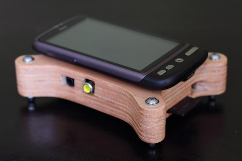 Raspberry Pi - PlyPi - Case vs HTC Desire
