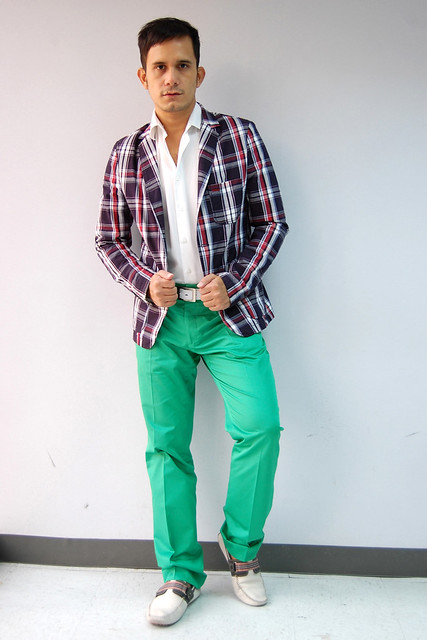 What color shirt to wear with colored pants – Global fashion jeans ...