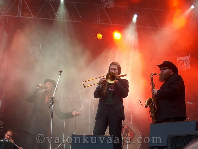Ruisrock 2005 lauantai - Tuomari Nurmio ja Alamaailman vasarat