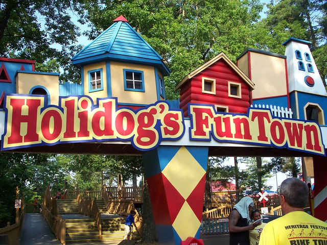 Holiday World - Holidog's Fun Town
