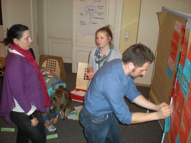 Vera, Daria, Lisa und Sebastian bereten was und sich vor