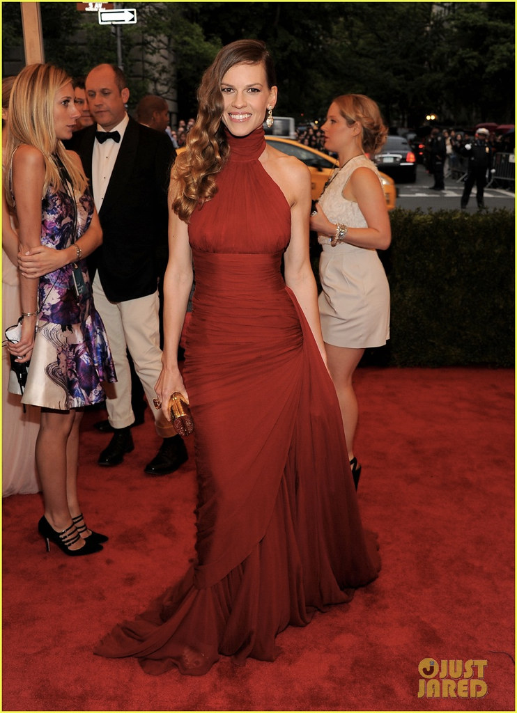 hilary-swank-2012-met-ball-02