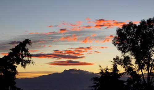 city morning blue sleeping red sky woman mountain tree mañana silhouette azul clouds sunrise mexico arbol mujer horizon amanecer cielo nubes silueta montaña puebla horizonte rojas dormida iztaccihuatl