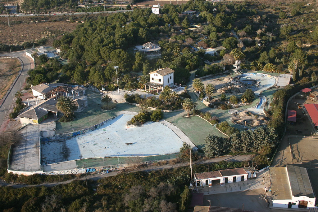 L'aquatic, abandoned water park @ Sitges