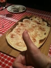 Tarte flambée aux pommes cooked