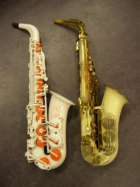 Vibratosax A1S naast Grafton in de Saxofoonwinkel