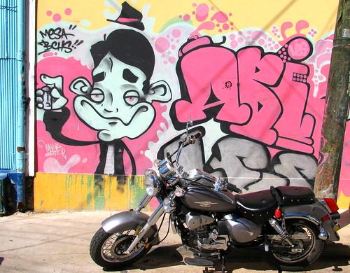 La moto y el grafiti
