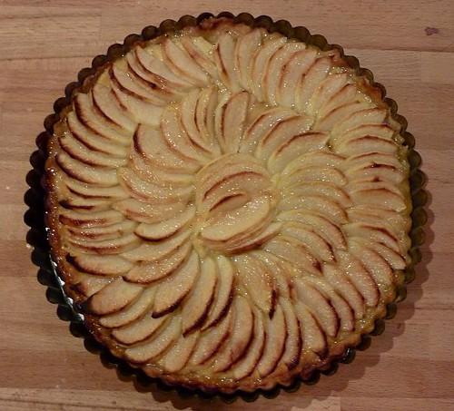 A classic french tarte aux pommes la recette du jour - Tarte soleil aux pommes ...