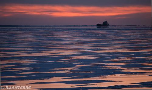 sunset ship quebec © cargo telephoto troisrivieres freighter stlawrenceriver seaway stlawrenceseaway fleuvestlaurent voiemaritimedustlaurent ©ronaldsanterre
