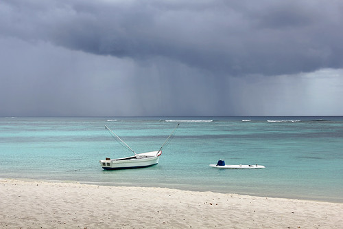 ocean sea storm beach nature rain clouds boats island boat fishing sailing maurice indianocean ile shore tropical mauritius 550d