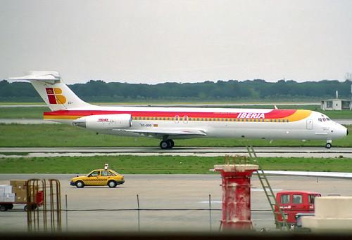 Iberia MD-87 EC-290 BCN 13/04/1990