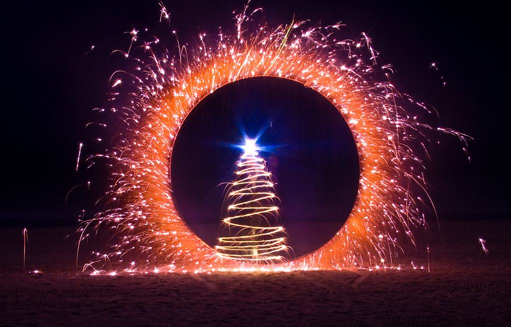 A round the Christmas Tree
