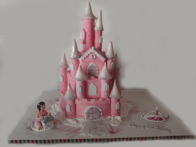 Easy Castle Cakes for Girls http://www.flickr.com/photos/torkis/5340787682/