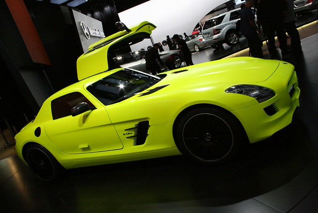 2011 Detroit: Mercedes-Benz SLS AMG E-CELL