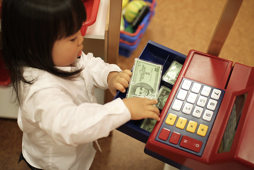 SAKURAKO gets money from a cash register !