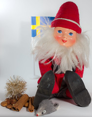 christmas decoration(1.0), santa claus(1.0), stuffed toy(1.0), christmas(1.0), toy(1.0),
