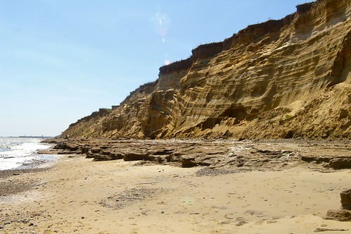 氣候變遷造成盛行風和海浪方向改變,進而加速海岸侵蝕的惡化。(圖片來源:Dave Hamster)