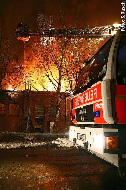 Feuer 6 Staffeln - Lagerhallen Großbrand auf GASAG Gelände – Lankwitzer Straße – Berlin Mariendorf