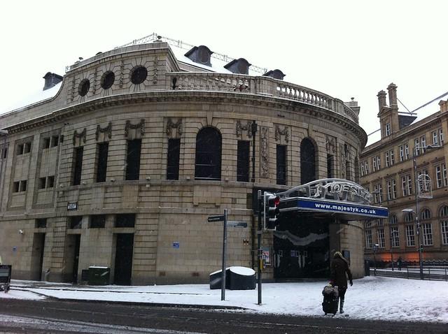 El Majestic, situado en el City Square fue un cine, el primer cine del condado de Yorkshire, ... hoy en día cerrado, pero sigue manteniendo el esplendor de una época mejor.