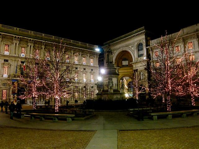 La Scala at night in Milan - Flickr CC edans