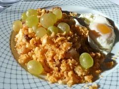 Migas Machegas con Uvas y Huevo
