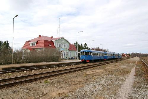 train suomi finland spring railway railwaystation railcar juna kevät rautatieasema dm7 haapajärvi rautatie lättähattu efiab
