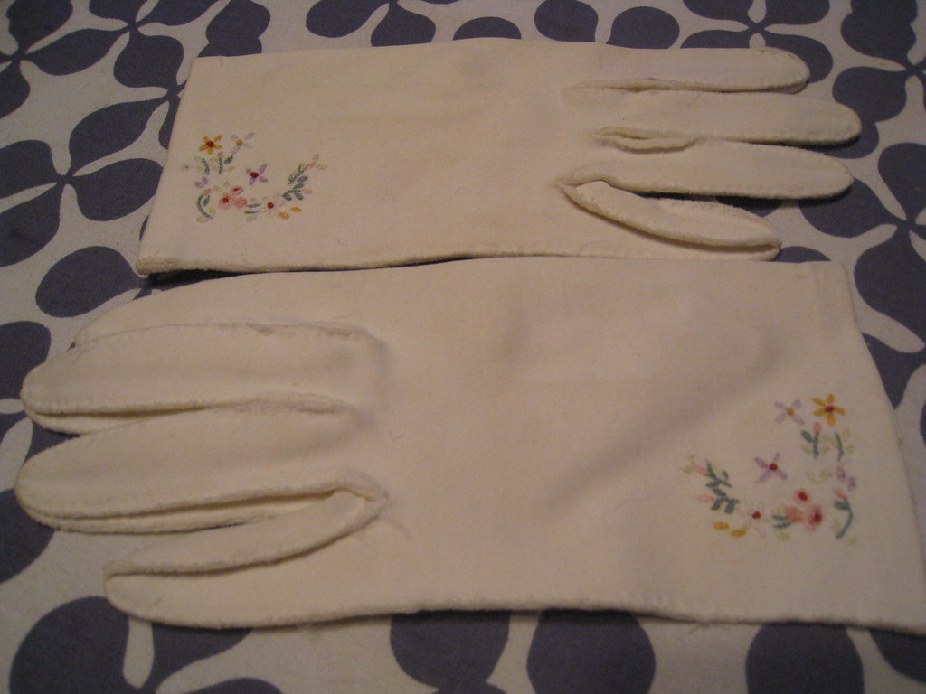 gloves embroidered